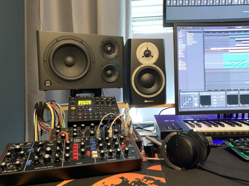 Mirra im Studio von BitMaze