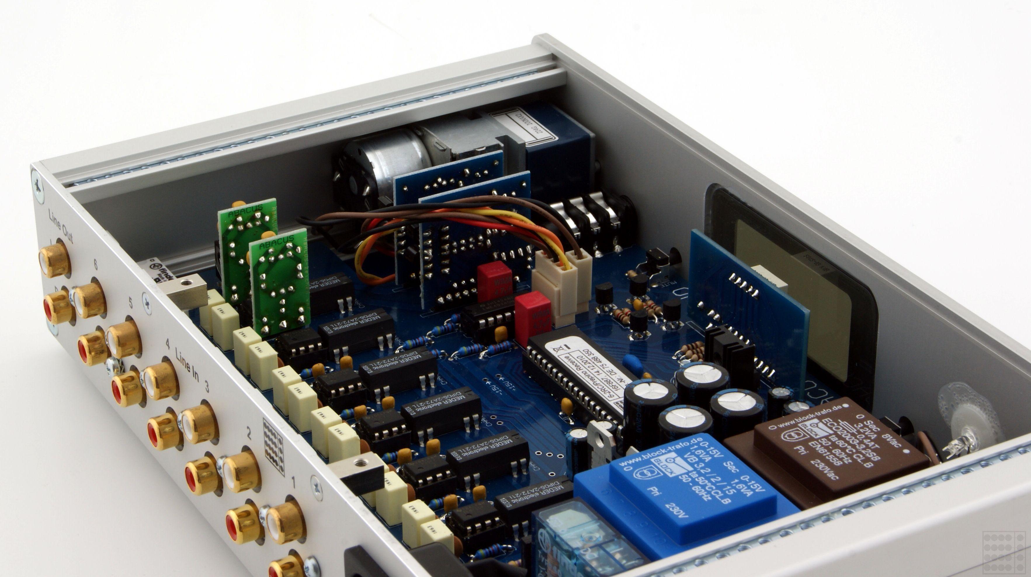 ABACUS Prepino 13 RC - v.r. Alps-Rk27-Motorpoti, h.r. hochkant Phono-EVV-Modul (optional) und Linetreiber-Module