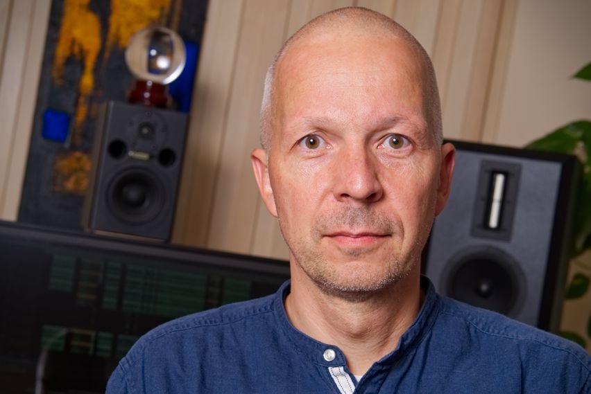 Joachim Serges vor seiner Sky Audio Verdade
